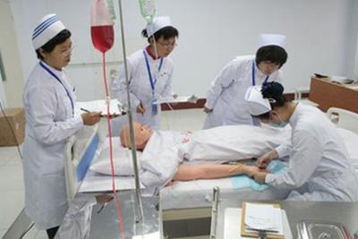学生在进行护理资格证考试